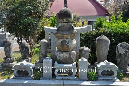 妙印尼の墓