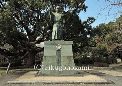 蜂須賀家政の像