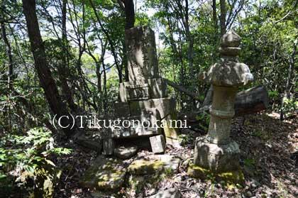山中鹿介の両親の墓
