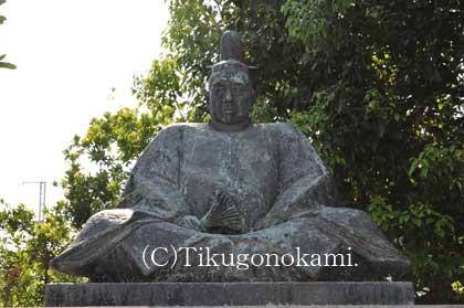 小早川隆景の像