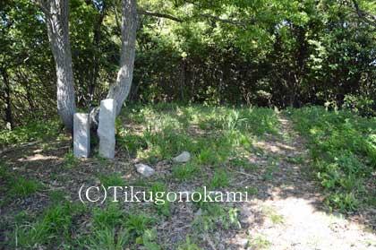 城趾碑と曲輪