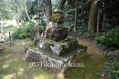 俵藤太秀郷の墓